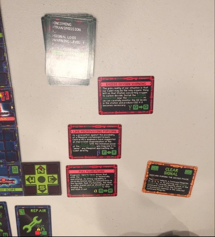 The Transmission Deck (green) controls the length of the game: you can 7 turns (7 transmissions) to get the 3 missions (in red) done.